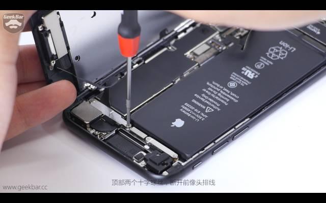 インカメラ配線定着用ストッパーを取り外す