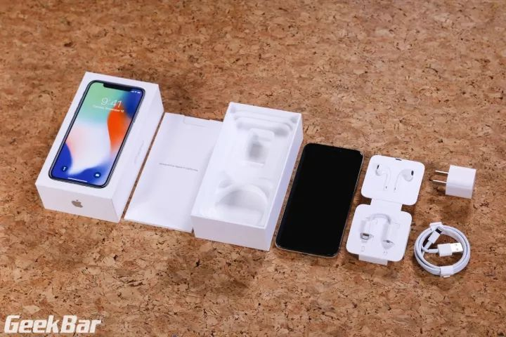 iPhoneX外箱と本体と付属品