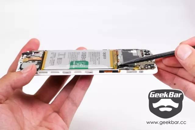 バッテリー接続配線を切り離す