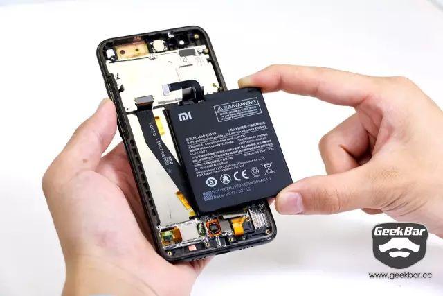 バッテリーを取り出す