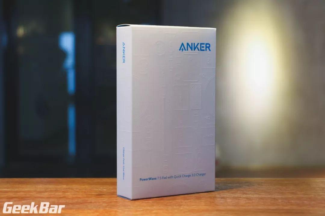Ankerワイヤレス充電器外箱
