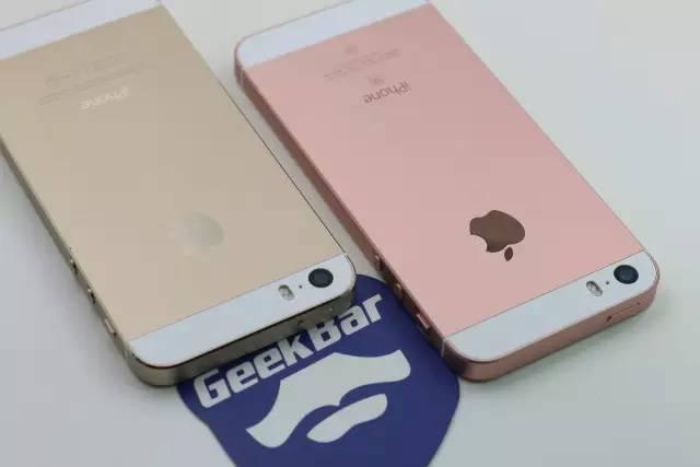 iPhoneSEとiPhone5Sの背面比較