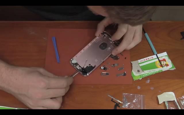 iPhoneを組み立てる過程-2