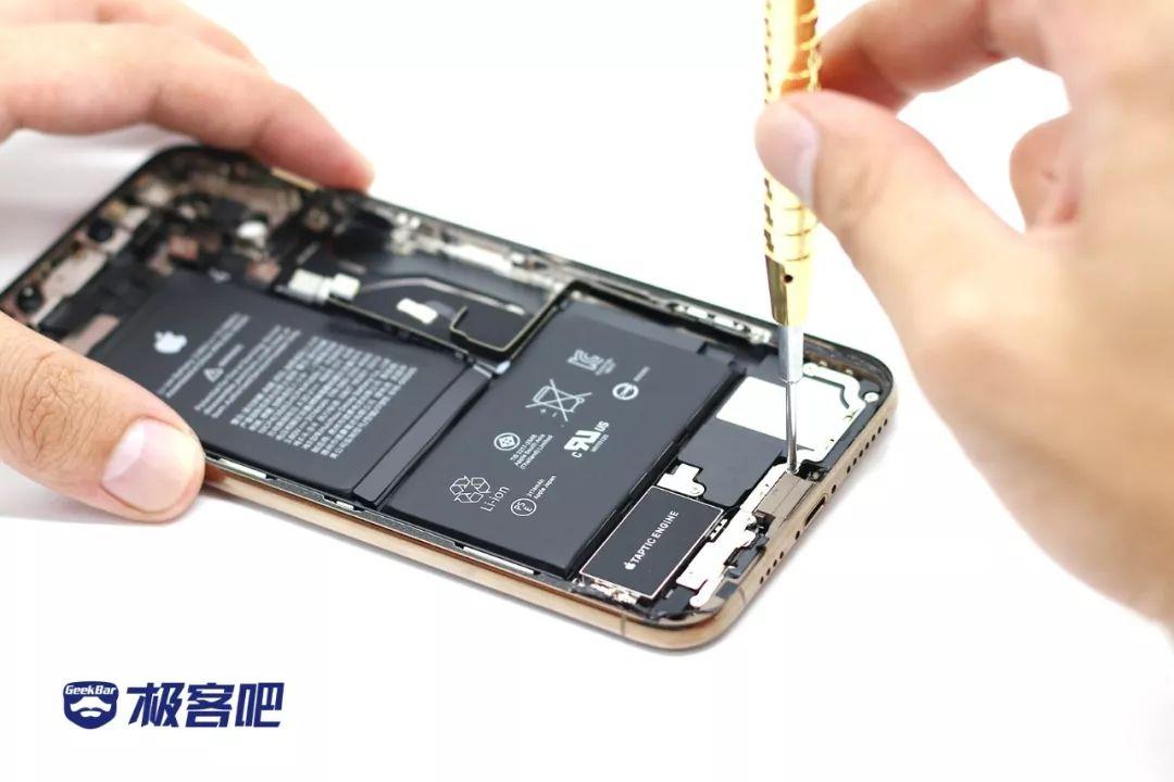 7つのネジ | iPhone XS Max分解