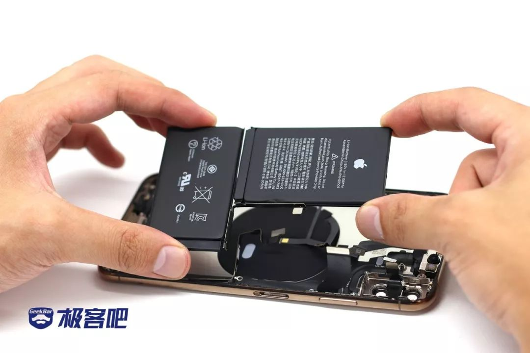 電池取り出し | iPhone XS Max分解