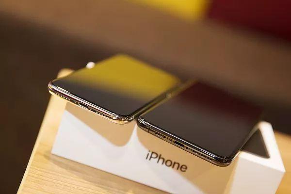 iPhoneXS MAXとiPhoneXイヤホンジャック比較