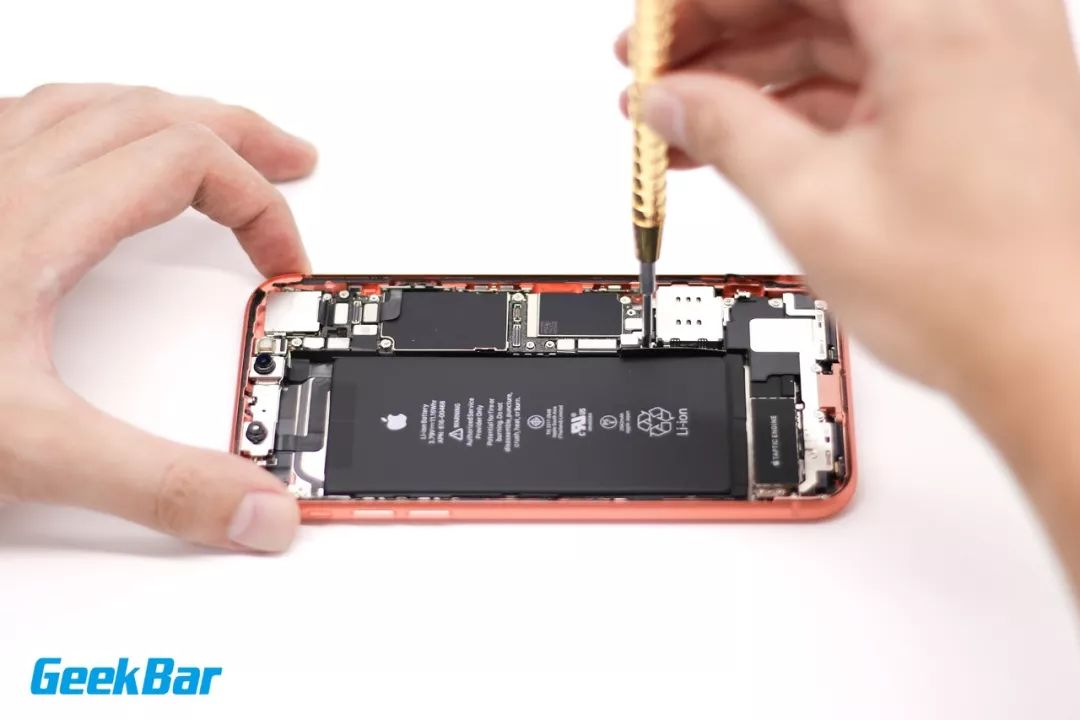 接続配線を外す| iPhone XR分解