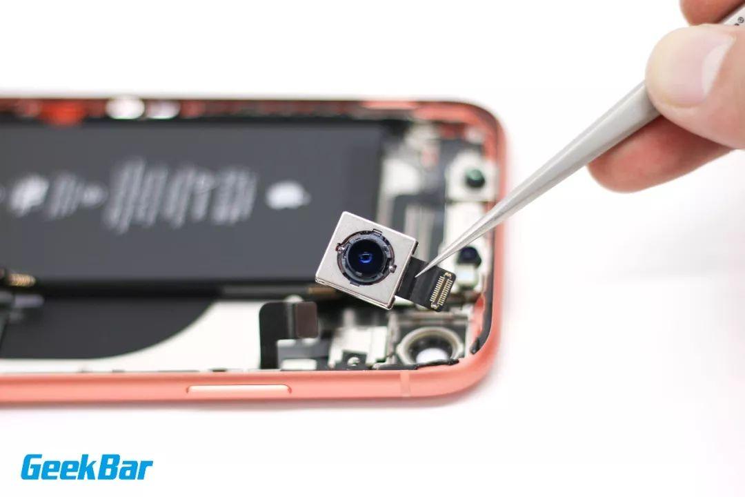 バックカメラを取り出す| iPhone XR分解