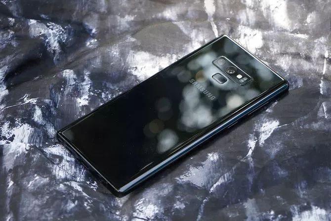 Galaxy Note 9のバックカメラと指紋認証の配置