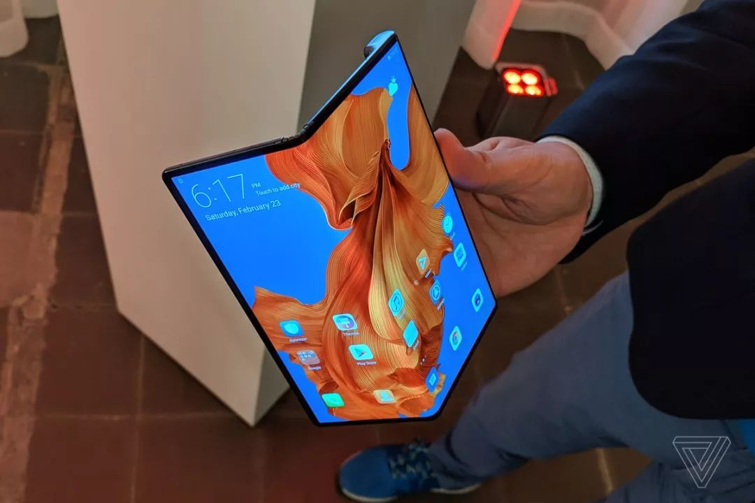 Huawei Mate X折りたたみディスプレイ