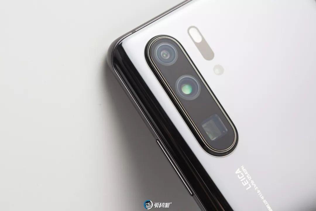 HUAWEI P30 Proの四つのアウトカメラ