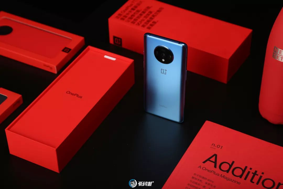 OnePlus 7T アウトカメラデザイン|OnePlus 7T レビュー