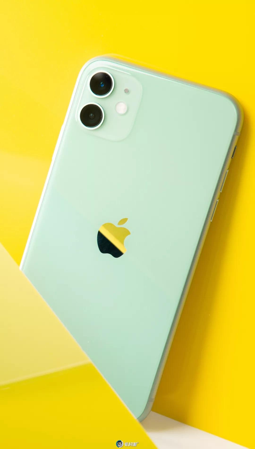 iPhone11の背面appleロゴ