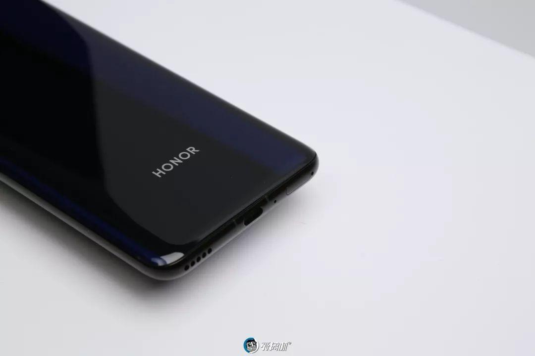 HONOR V30 Pro 充電ジャック