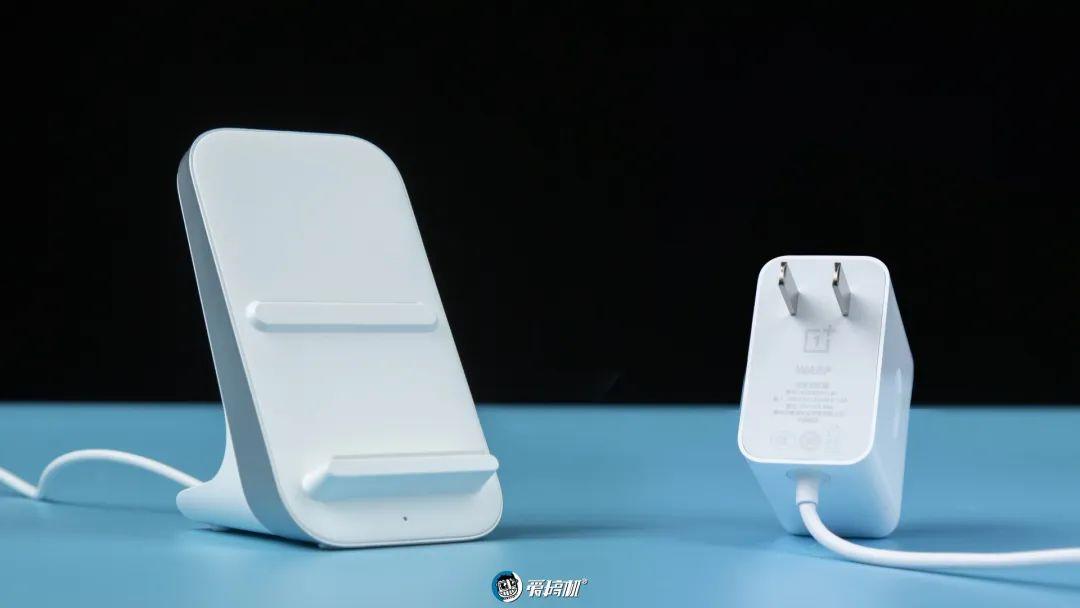OnePlus ワイヤレス充電板|OnePlus 8 Proレビュー